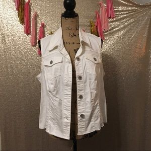 Maurices white vest with lace back. Size 1 or 16